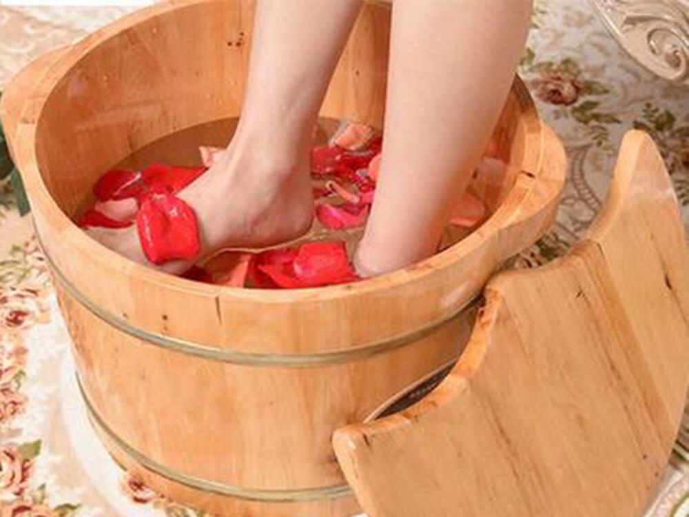 Chậu ngâm chân bằng gỗ hoặc nhựa, sứ không cắm điện